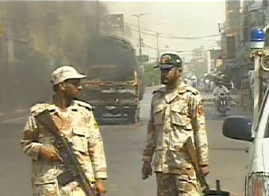 بجلی کے منقطع ہونے پر کراچی کے شہریوں کا احتجاج ، توڑ پھوڑ، دوٹرکوں کو آگ لگادی