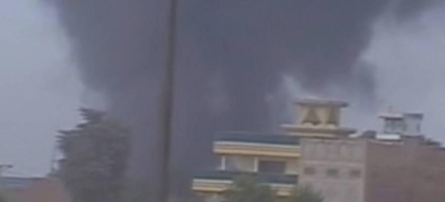 پشاور:گودام میں آگ لگ گئی ،امدادی کارروائی کے دوران تین ریسکیو اہلکار بے ہوش
