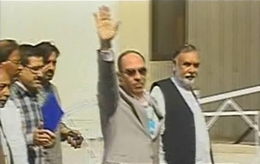 ملک ریاض توہین عدالت کیس، مشورہ دینے والا وکیل بھی 'بھاگ' گیا