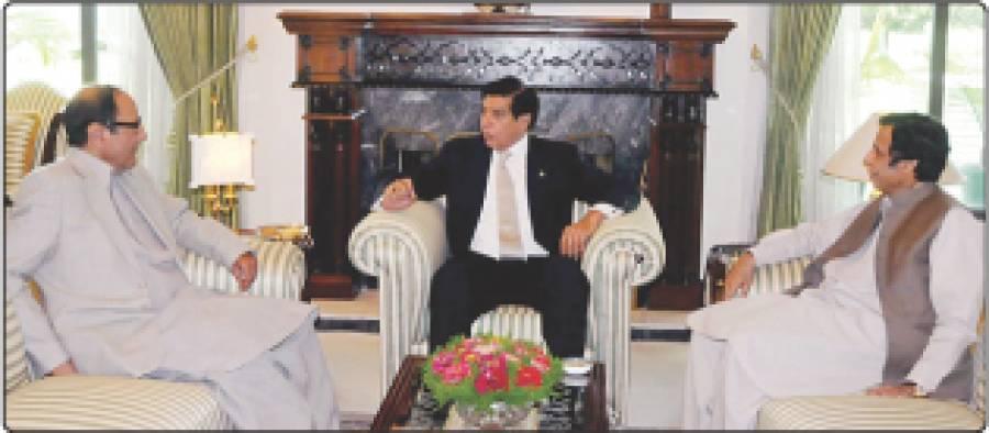 اسلام آباد، وزیر اعظم راجہ پرویز اشرف سے چودھری پرویز الٰہی اور چودھری شجاعت ملاقات کر رہے ہیں