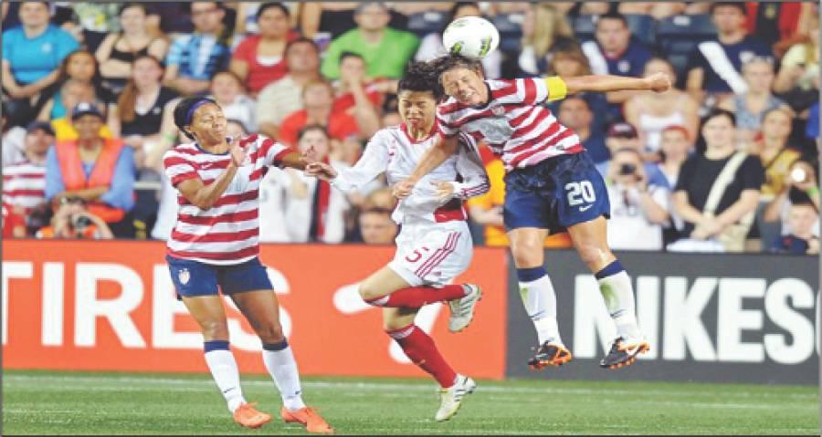 مڈکپ ویمن فٹبال کے میچ میں چینی اور امریکی کھلاڑیوںمیں گیند چھیننے کی کشمکش،میچ امریکہ نے 4-1سے جیت لیا