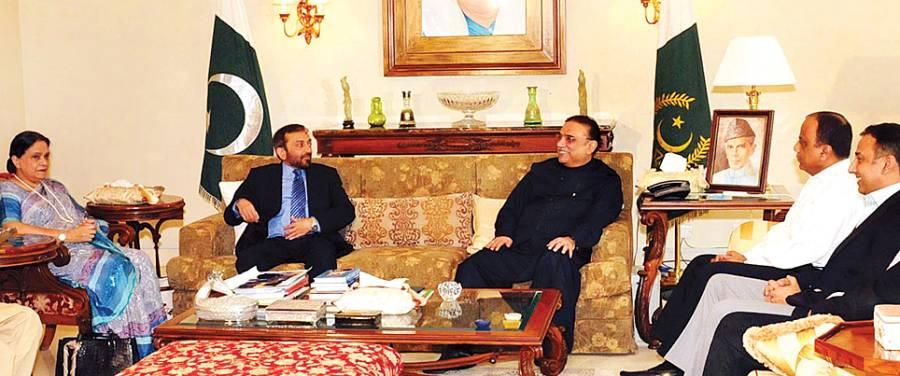 کراچی: صدر آصف علی زرداری بلاول ہاﺅس میں ایم کیو ایم کے ایک وفد سے بات چیت کر رہے ہیں