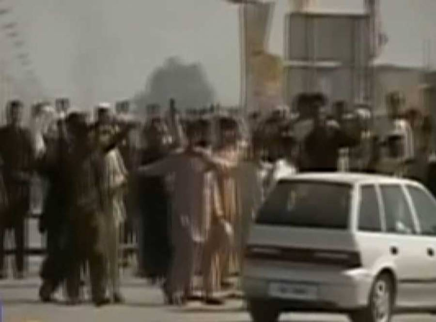کنٹینر پھلانگنے کیلئے نوجوان کی کھمبے پر چڑھ کر چھلانگ ، زخمی حالت میں ہسپتال منتقل