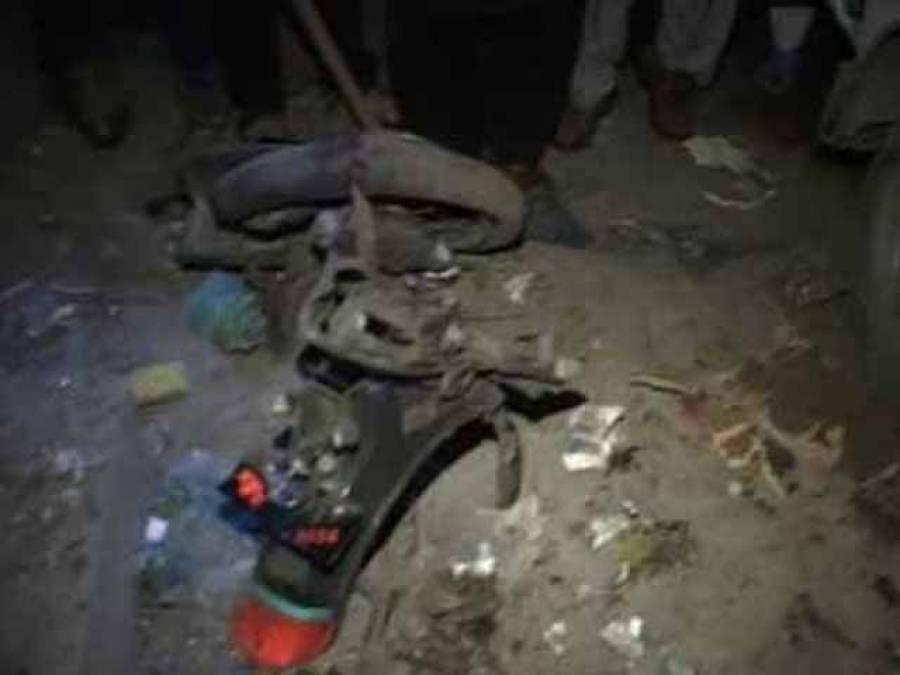 کراچی میں امام بارگاہ کے قریب دو دھماکے،4 افراد جاں بحق،صحافیوں اورامدادی و سیکیورٹی اہلکار وںسمیت 15 افراد زخمی، پشاور میں تباہی ٹل گئی، 15 من بارود اور نو ہزار ڈیٹونیٹر برآمد