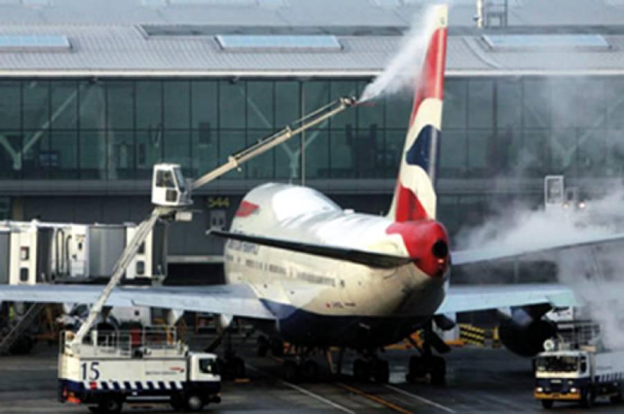 برفباری نے برطانوی پروازیں روک دیں