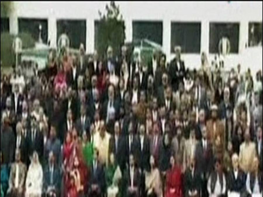اسلام آباد میں راکین قومی اسمبلی کا الوداعی فوٹو سیشن