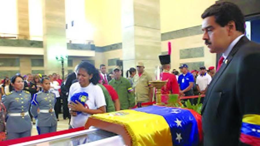 کراکس: وینزویلا کے الیکشن کمیشن نے ملک کے صدر ہوگوشاہویز کے انتقال کے بعد نیا صدر چننے کے لیے چودہ اپریل کو انتخابات کرانے کا اعلان کر دیا