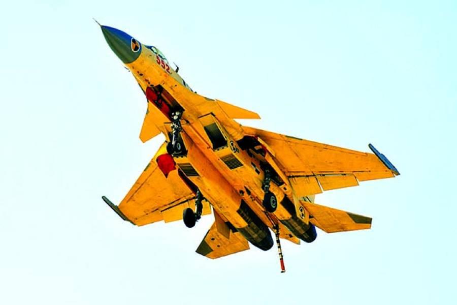 بیجنگ: چینی فضائیہ کا طیارہ جنگی مشقوں میں فضا میں پرواز کر رہا ہے