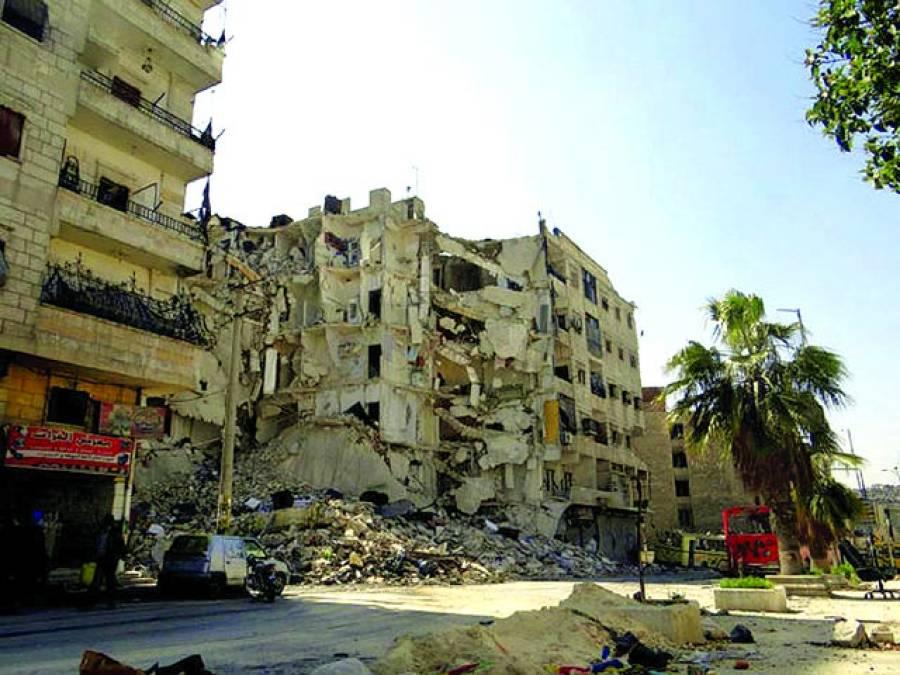دمشق: فوج اور باغیوں کے درمیان فائرنگ سے تباہ ہونے والی ایک عمارت کامنظر