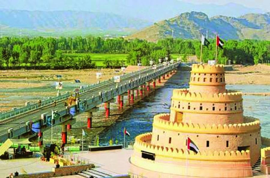ابوظہبی: دریائے سیوط پر نوتعمیر شدہ پل کا ایک منظر' اس کے ذریعے 45دیہاتوں کو آپس میں ملایاگیاہے