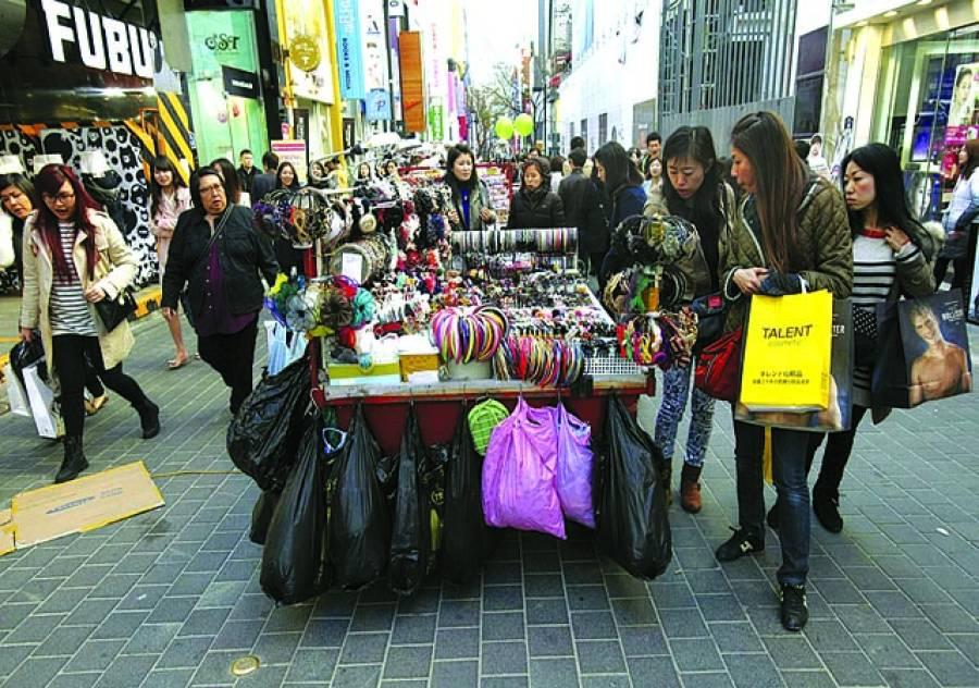 سیول:خواتین خریداری کر رہی ہیں