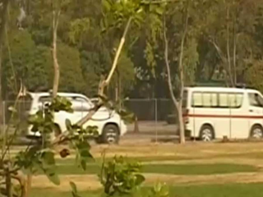 عمران خان شوکت خانم ہسپتال سے گھر منتقل ، گردن کو سہارادینے کیلئے خصوصی کالر کا استعمال