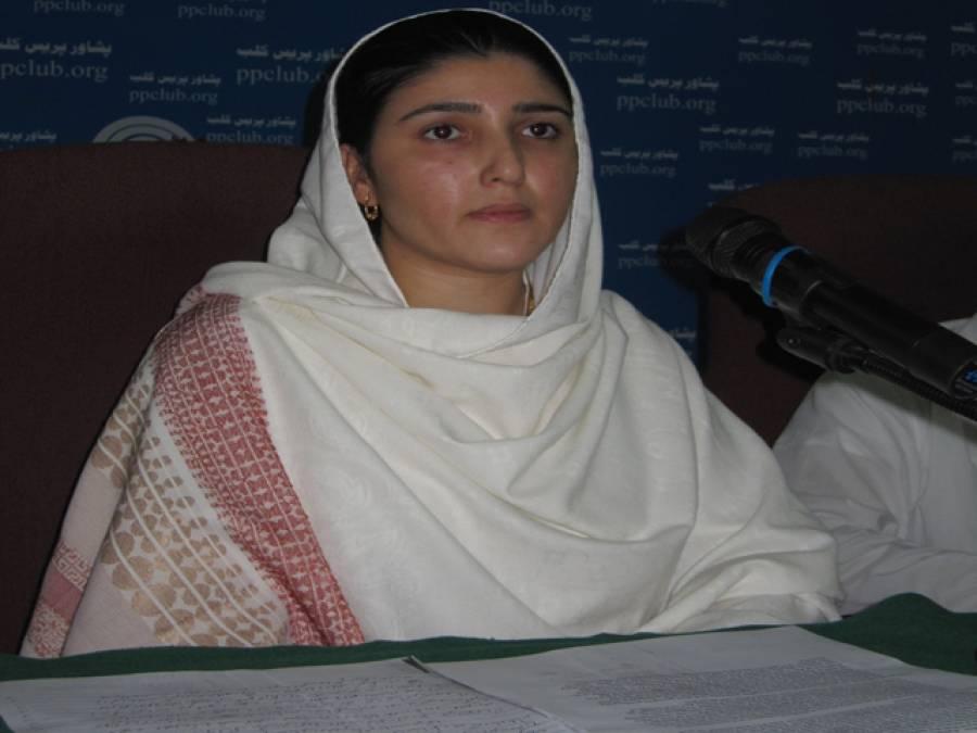 تحریک انصاف کی عائشہ گلالئی قبائلی علاقوں کی پہلی خاتون رکن قومی اسمبلی بن گئیں