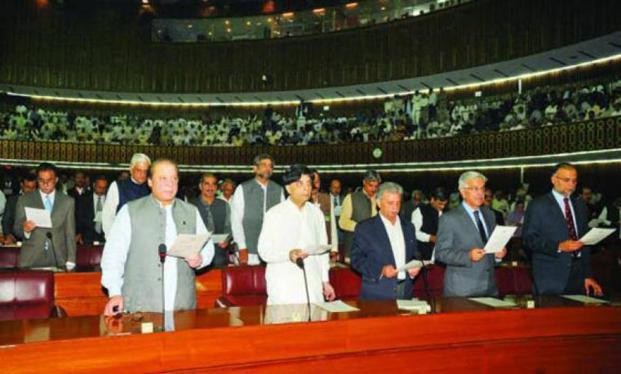قومی اور پنجاب اسمبلی کے نومنتخب اراکین نے حلف اُٹھالیا،سپیکر ، ڈپٹی سپیکر اور قائدایوان کے انتخابات کا شیڈول جاری