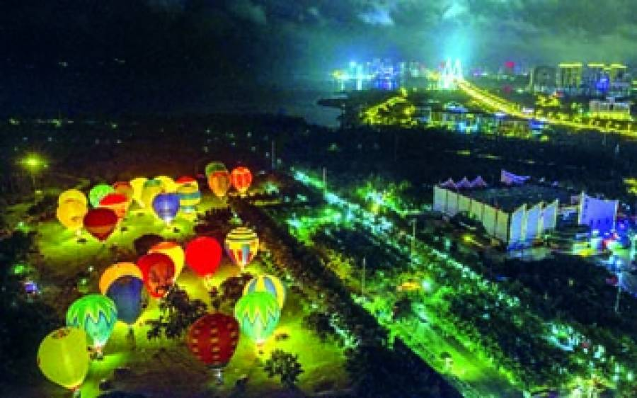 ہینان: چینی تہوار کے موقع پر گرم ہوا والے غبارے نظر آ رہے ہیں