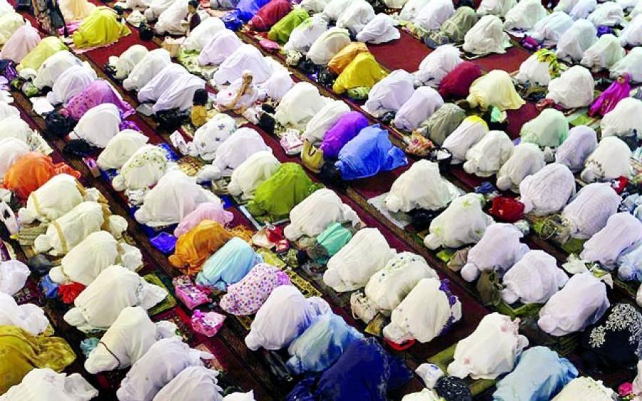 جکارتہ: مسلم خواتین مسجد میں نماز پڑھ رہی ہیں