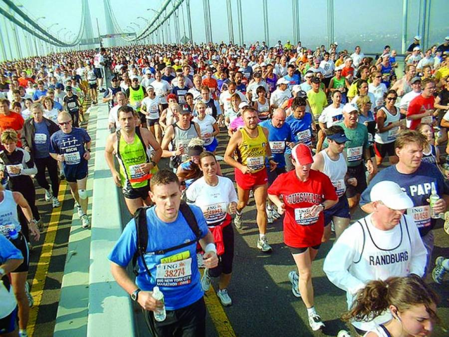 واشنگٹن:لوگ میراتھن ریس میں شریک ہیں' نارتھ کیرولائنا سٹیٹ یونیورسٹی کی تحقیق کے مطابق ٹخنے 'گھٹنے اور کولہے چلنے اور دوڑنے کیلئے توانائی کا ذریعہ بنتے ہیں