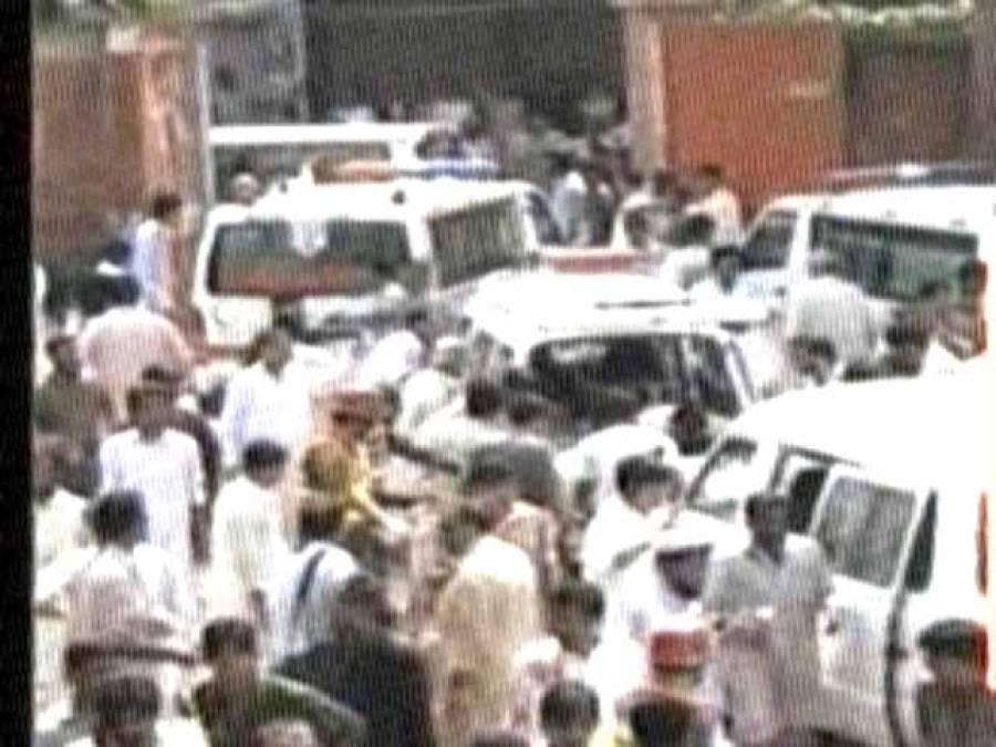 پشاور دھماکے میں ہلاکتیں 83 ہو گئیں، ملک بھر میں فضاءسوگوار، شہر شہر احتجاجی مظاہرے اور ریلیاں