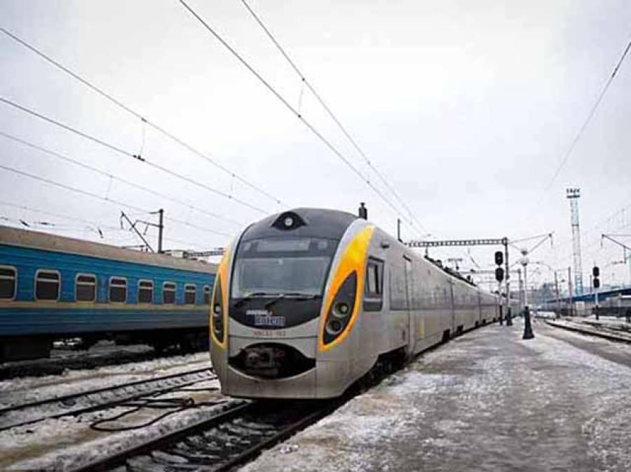 ریلوے لائن پر کھڑے ہو کر عشق کرنیوالا جوڑا ٹرین کی زد میں آ گیا ' محبوبہ ہلاک عاشق ٹانگوں سے محروم