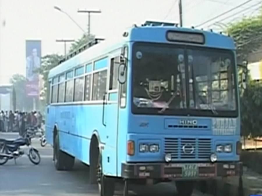 لاہورمیں پنجاب یونیورسٹی کی طالبہ بس تلے آکر جاں بحق، کنڈکٹرزخمی
