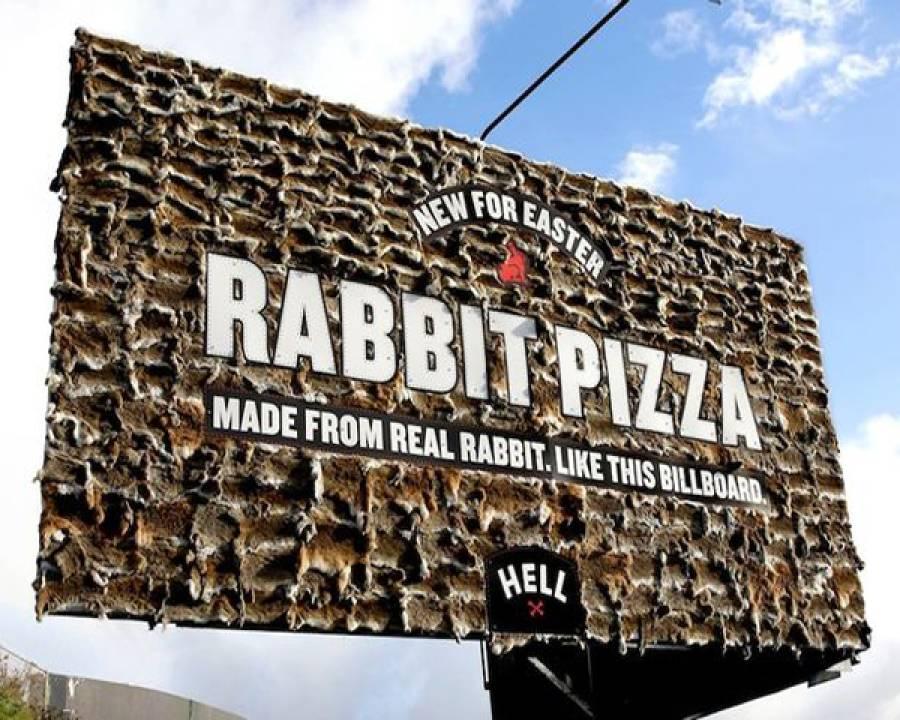 خرگوش کی کھال سے بنا ہوا اشتہاری بورڈ