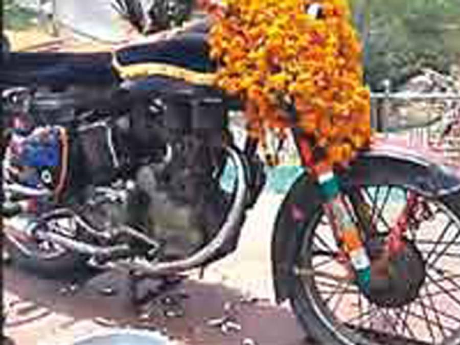 بھارت میں برطانوی کھٹاراموٹرسائیکل کی پوجا