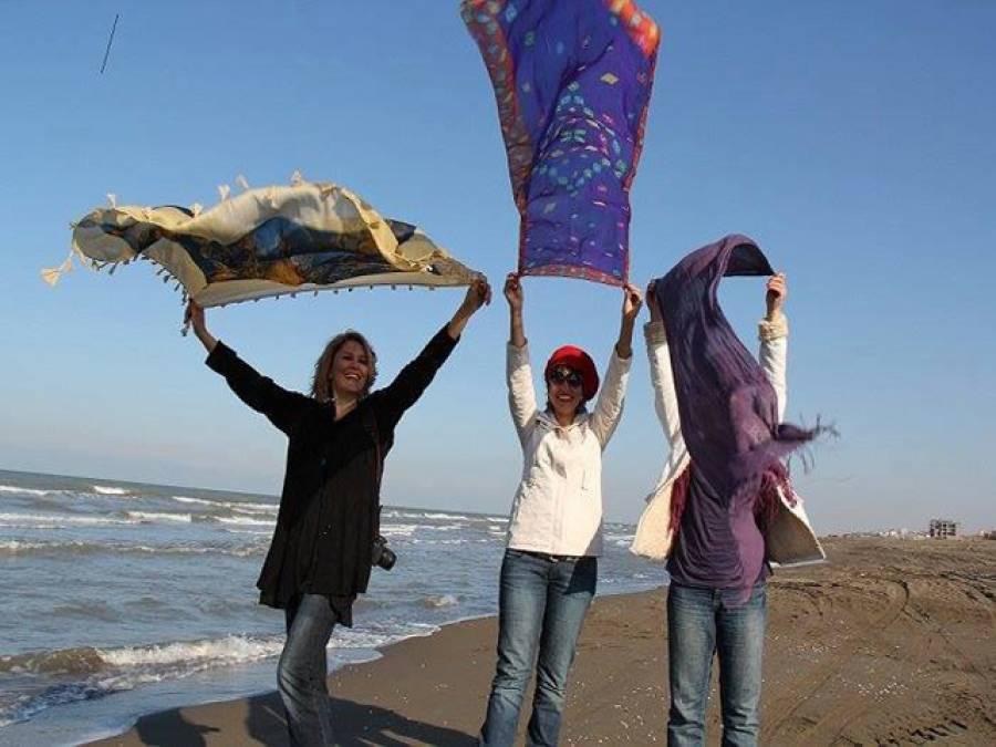 ایرانی خواتین 'بے حجاب' ہو گئیں