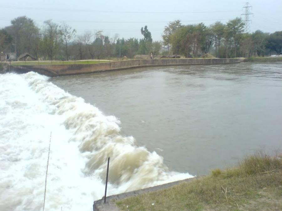 نہر اپر جہلم کا بند ٹوٹنے سے متعدد علاقے زیر آب آگئے