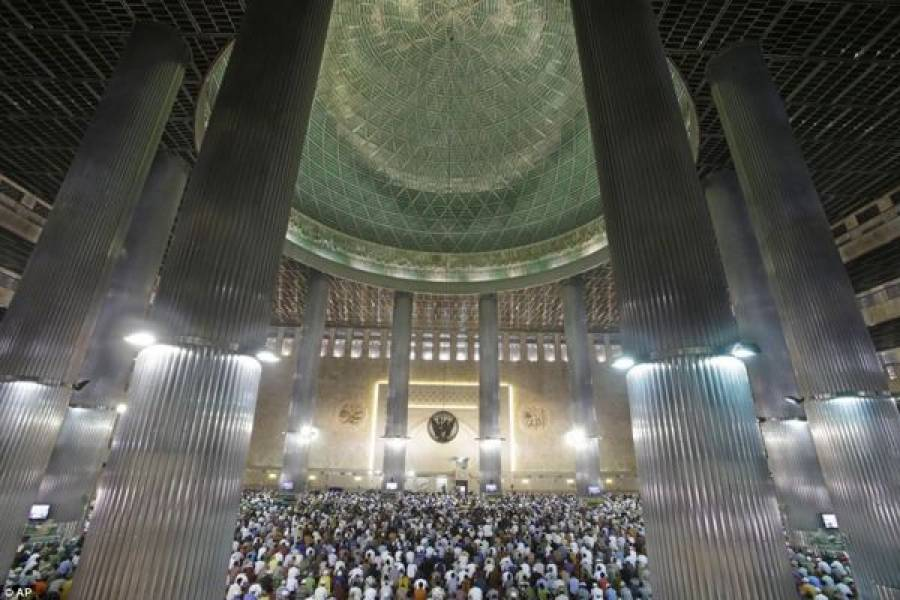 رمضان المبارک: پہلی نماز جمعہ کے ایمان افروز مناظر