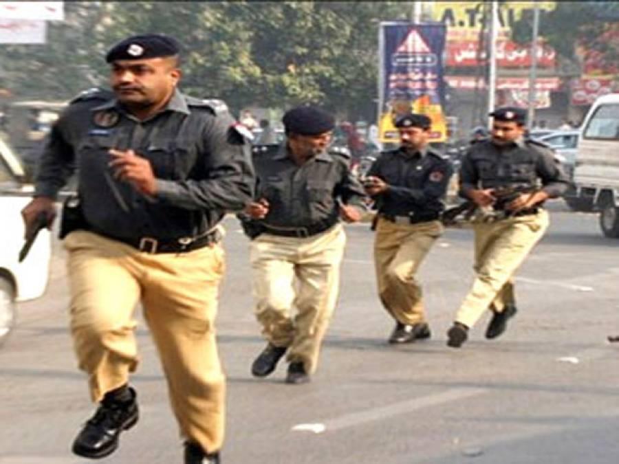 عمران خان نے پارٹی رہنماﺅں کو گرفتاریاں نہ دینے، ہر صورت اسلام آباد پہنچنے کی ہدایت کر دی