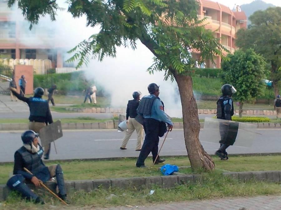 ریڈزون پر مظاہرین کی چڑھائی ،جھڑپیں جاری ،دوافرادجاں بحق، تازہ دم دستے پہنچ گئے