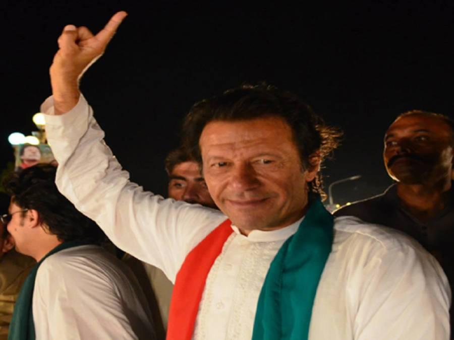 عمران خان کنٹینر سے سڑک پر آگئے
