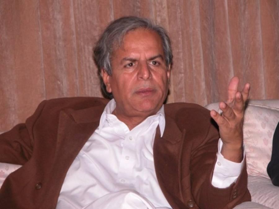 جاوید ہاشمی کو تحریک انصاف کا اظہار وجوہ کا نوٹس، صدارت سے بھی معطل