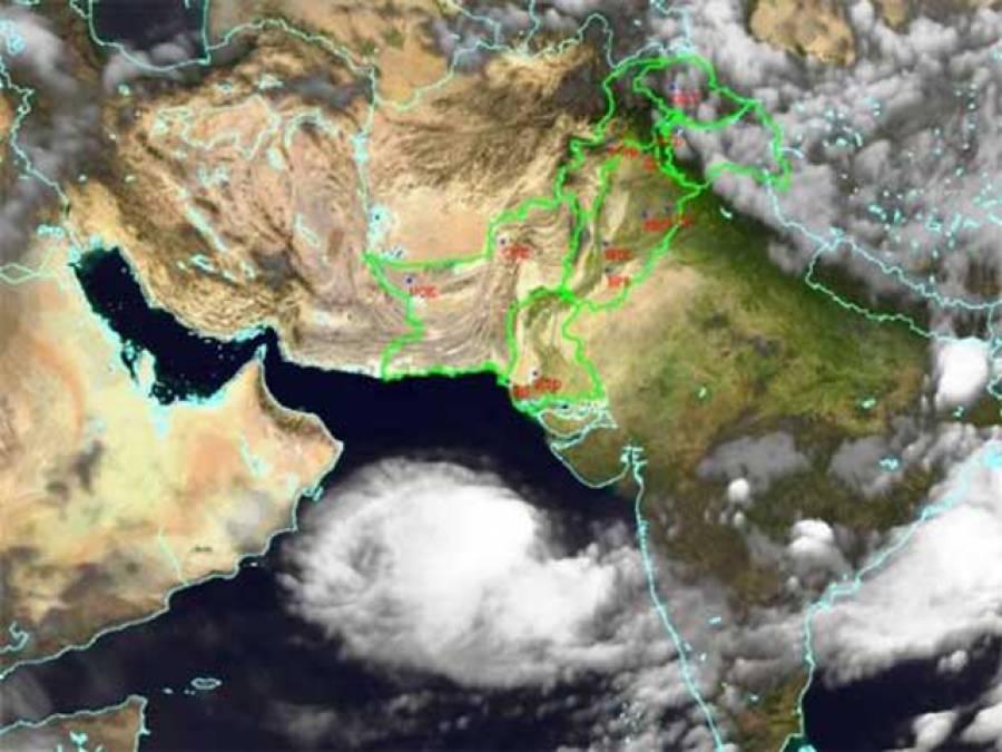 """سمندری طوفان"""" نیلوفر""""نے پاکستان کی جانب رخ موڑ لیا"""