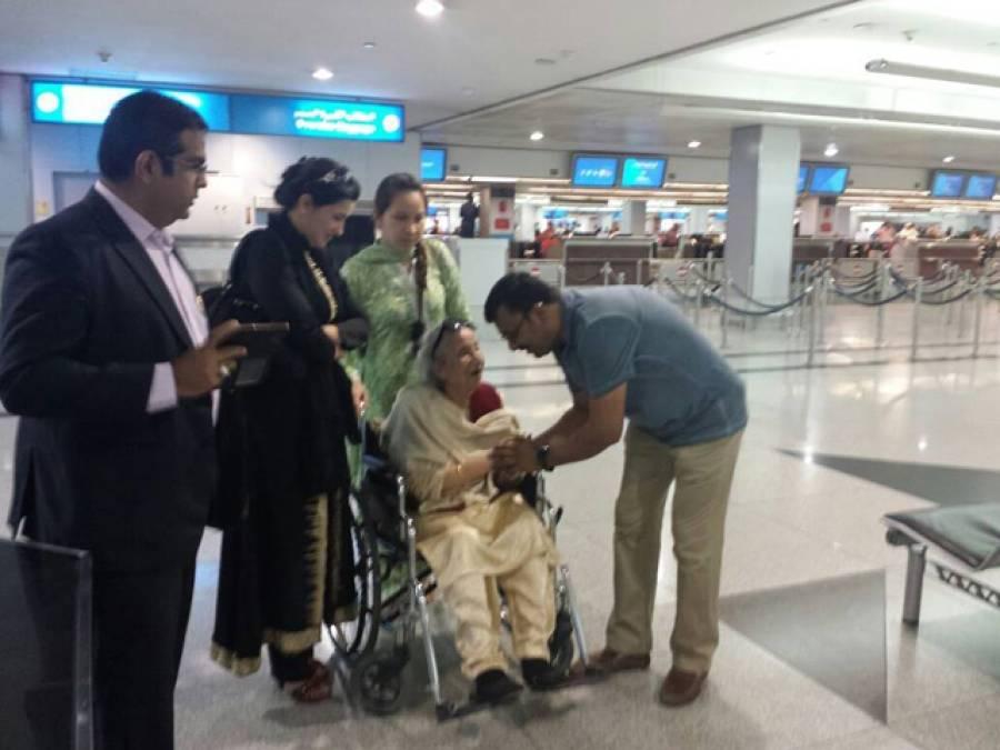 سابق صدر کی والدہ زریں مشرف پاکستان پہنچ گئیں