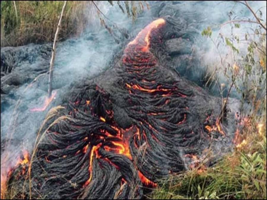 """ہوائی میں آتش فشاں سے نکلنے والا"""" لاوا""""آبادی کی طرف گامزن"""