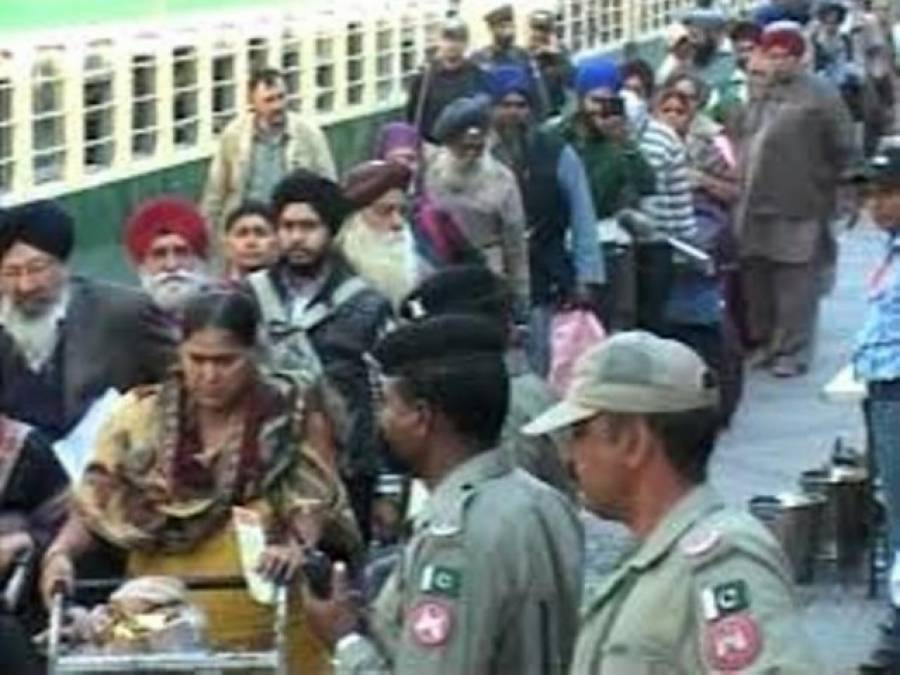 بھارت سے 1100 سکھ یاتری بذریعہ ٹرین پاکستان پہنچ گئے