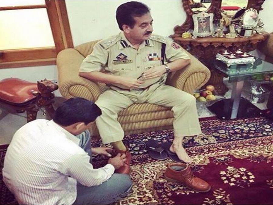 بھارتی پولیس افسر کے کالے کرتوت، اپنے ہی بیٹے نے تصاویر کے ساتھ سوشل میڈیا پر پول کھول دیا