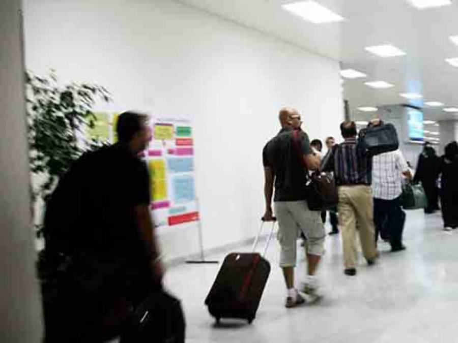 سعودی عرب چھوڑنے والے غیر ملکیوں پر واپسی کے دروازے بند کرنے کی تیاری