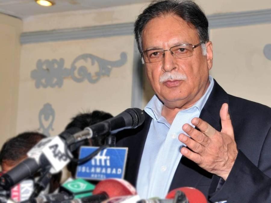 عمران خان غیر ملکی سفیروں کو صفائیاں دیتے ہیں : پرویز رشید