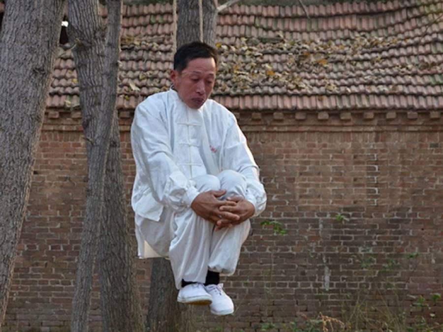 مہارت یا حماقت ،چینی شخص کاحیران کن کرتب
