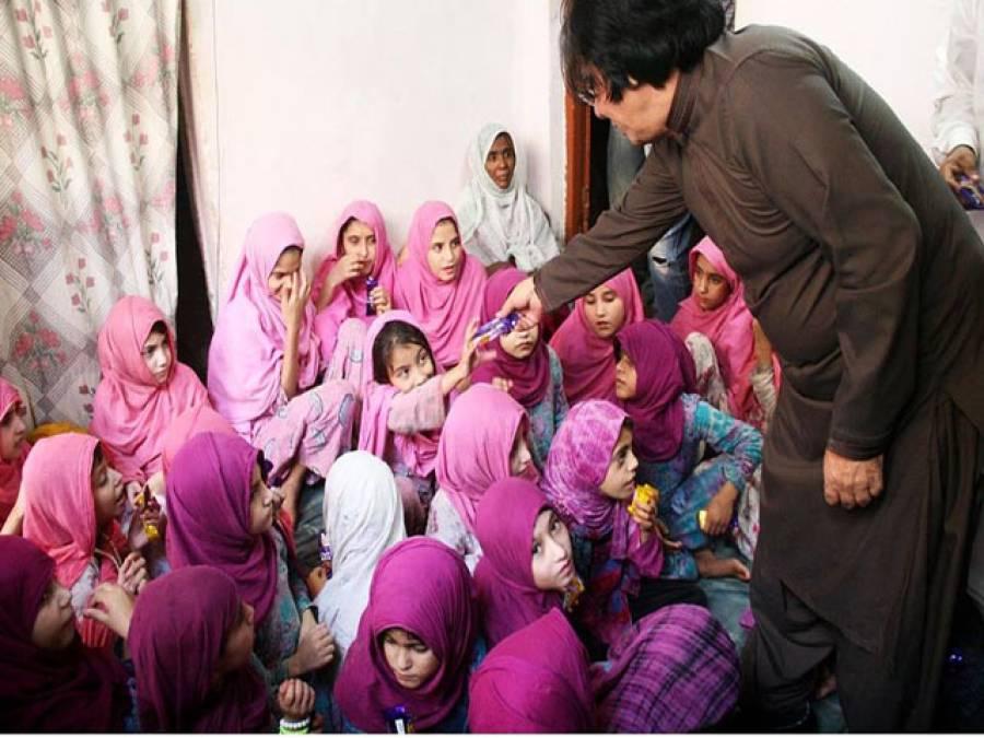 29 طالبات باجوڑ ایجنسی کے اسسٹنٹ پولیٹیکل ایجنٹ کے حوالے
