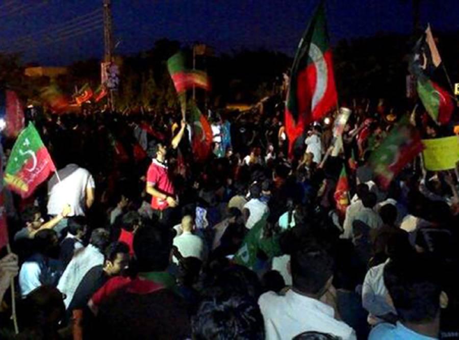 تحریک انصاف کا شارع فیصل پر احتجاج، پولیس کی بھاری نفری طلب