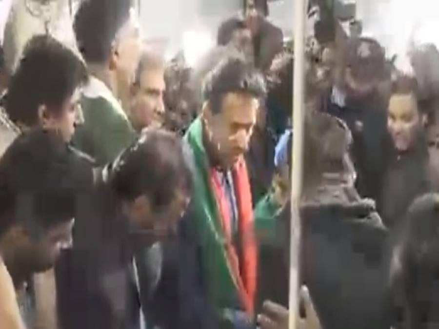 عمران خان زخمی کارکنان کی عیادت کے لیے الائیڈ ہسپتال پہنچ گئے