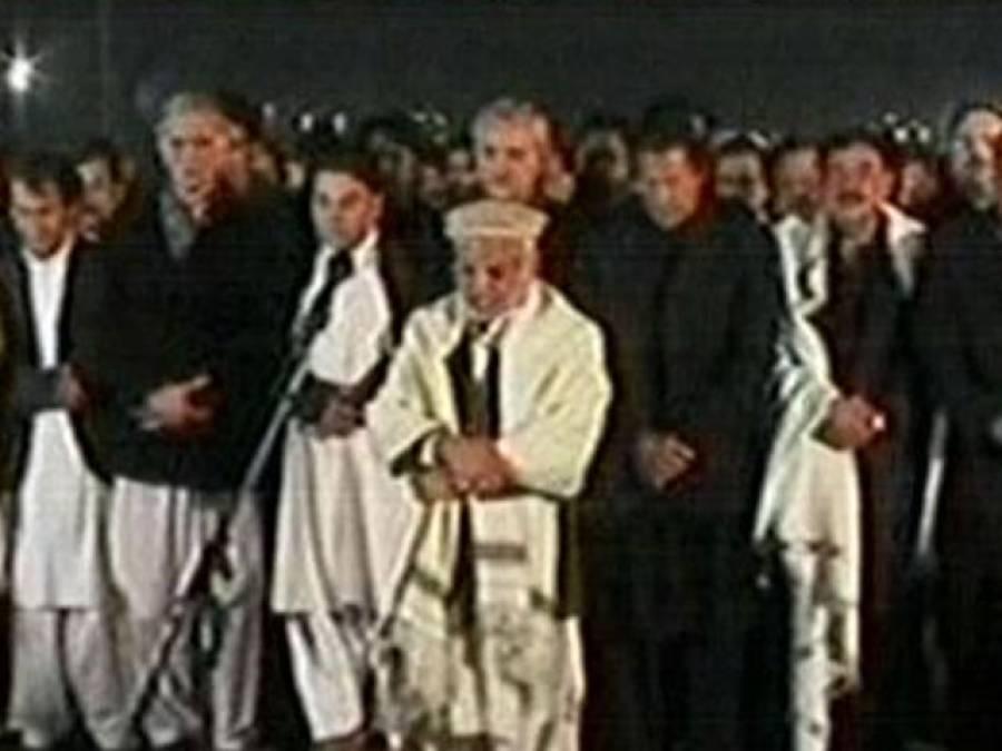 تحریک انصاف کے دھرنے میں سانحہ پشاور کے شہداءکی غائبانہ نماز جنازہ ادا
