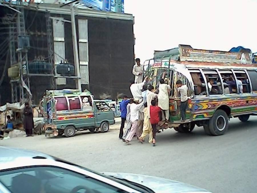 انٹرسٹی بس نے پشاور کے کرایہ میں 50 فیصد کمی کردی