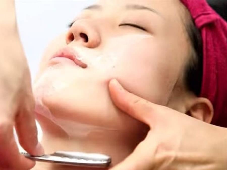 جاپان میں خواتین چہرے کی شیو کروانے لگیں