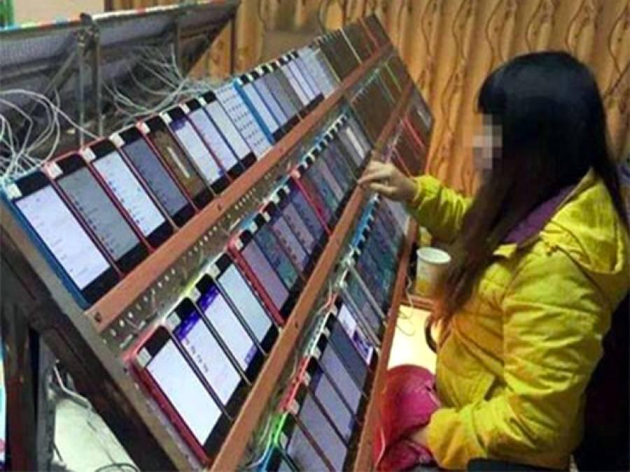 اتنے سارے آئی فونز کے ساتھ یہ خاتون کیا کر رہی ہے؟جواب آپ سوچ بھی نہیں سکتے