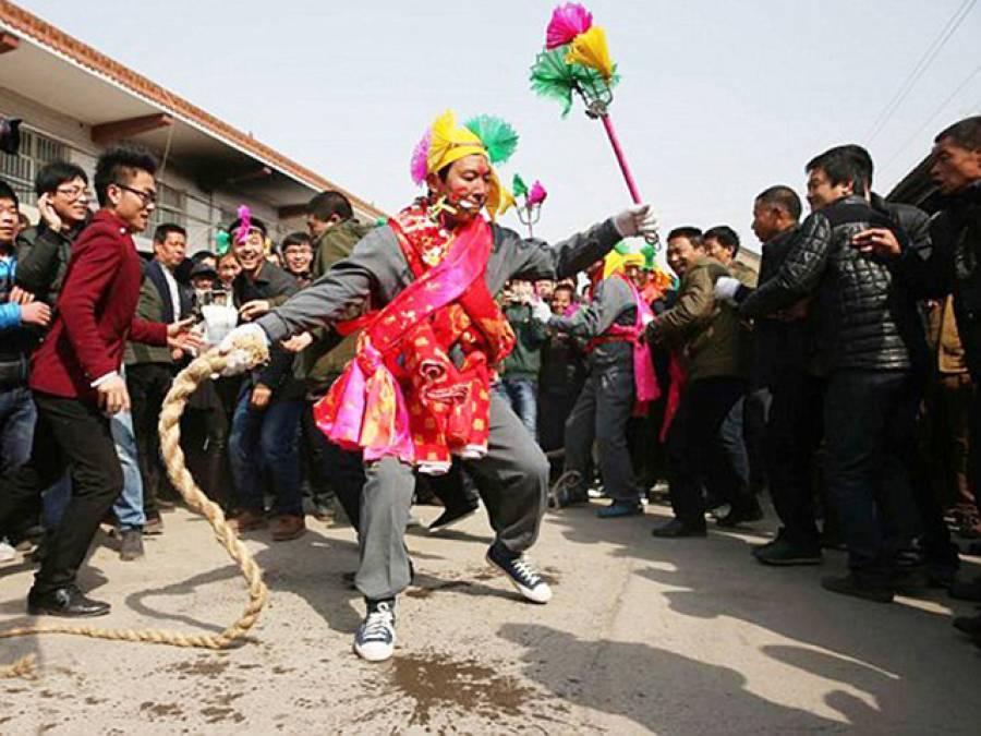توہم پرستی کی انتہا، وہ میلہ جس کے دوران چینی اپنے ہی جسم کو چیر پھاڑ دیتے ہیں تاکہ۔۔۔