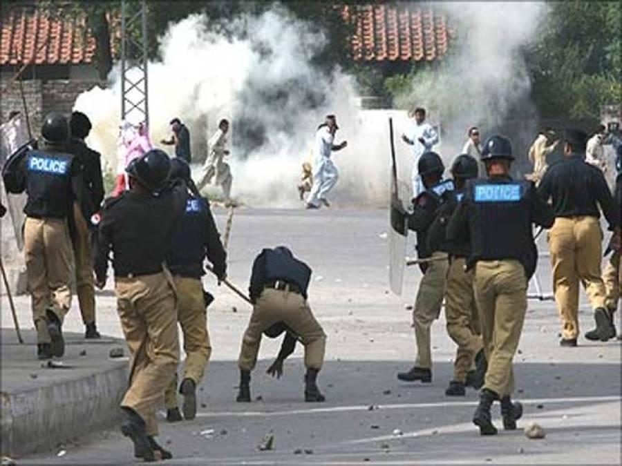 کاشتکاروں کا مطالبات کے حق میں احتجاج،پولیس کا لاٹھی چارج اور آنسو گیس کی شیلنگ